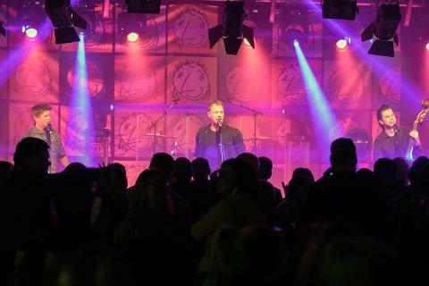 RÅDE PARKFESTIVAL: Trang Fødsel spilte for et fullstappet festivaltelt på Tusenårsplassen lørdag kveld.