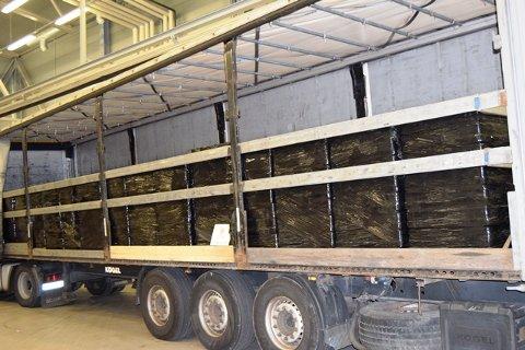 FULLASTET: Traileren var lastet med 22.680 liter øl og 830 liter brennevin.