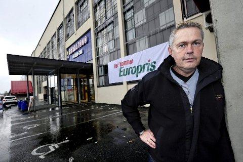 FRA EUROPRIS TIL SVENKGODIS: Lars Laabak har lang erfaring fra varehandel gjennom Europris, men har gitt seg i selskapet. Nå satser han på svenskgodis sammen med tre andre fredrikstadmannfolk.