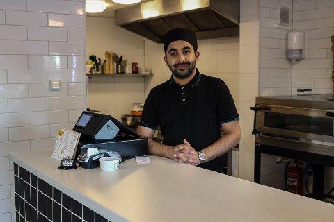 FLYTTET FRA OSLO: Restauranten La Familia har åpnet i Råde. Den daglige driften tar Ahsin Bukhari seg av, mens faren hans er oppført som daglig leder og styreleder.