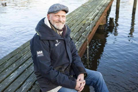 Sten Helberg har all grunn til å smile: Onsdag kom beskjeden om at Kystlotteriet får to millioner kroner til strandrydding.