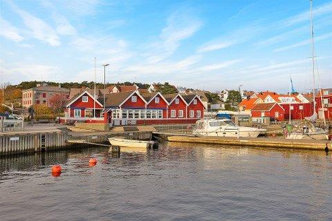 Næringsbygget på brygga på Skjærhalden ligger ute til 18 millioner kroner.