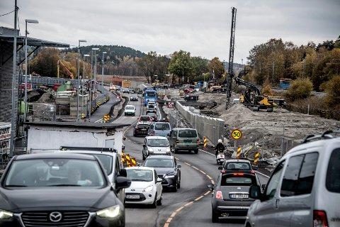Utbyggingen Simo-Ørebekk er startskudd for en rekke prosjekter i Bypakke Nedre Glomma. De to Høyre-politikerne etterlyser tydelig vilje til å satse å vei hos  Arbeiderpartiet.