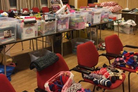 MANGE GAVER: Frelsesarmeen på Torp får inn mange gaver i julen. De fordeler gavene til barn og unge i Fredrikstad, og det som blir til overs spares til bursdager utover i året.