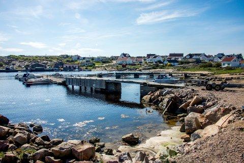 En perle: Vikerhavn er en perle ytterst på Asmaløy, med en kombinasjon av fastboende og hytter.  Nå er flere av beboerne bekymret for at idyllen skal bli ødelagt.