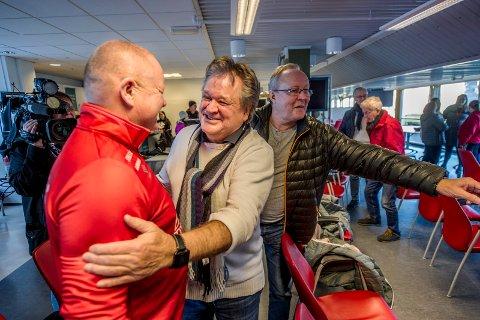 Da Per-Mathias Høgmo ble presentert som FFK-trener, var hans gode venn Henning Forsberg på plass for å komme med lykkeønskningerr. Foto: Geir A. Carlsson