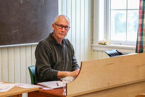 Ordenskateter: Bak dette katetret på Solvor folkehøyskole satt Trond G. Lockertsen og holdt orden på innspillingen  av «Den 12. mann».