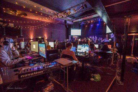 LAN: Opp mot 50 ungdommer og arrangører samles til datafest på Røde Mølle denne helgen.
