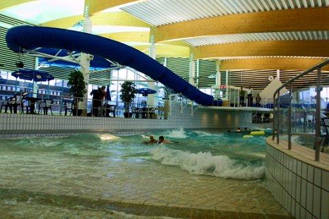 BAD I INDRE ØSTFOLD: Badeanlegget Østfoldbadet i Askim er én av flere muligheter til å ta seg et bad i ferien.