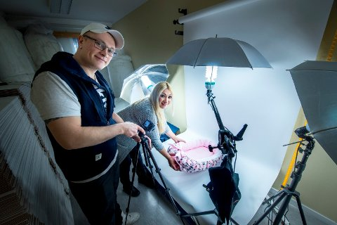 FOTOSTUDIO: Vida Haddad og Jørgen Kristiansen har også laget et fotostudio i lokalene sine i Dikeveien.