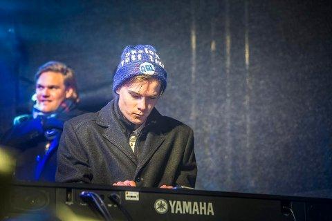 Fjorårsvinneren: Pianist Sveinung Eide Hansen fikk stipendet fra John Dalenes Minnefond i fjor. Han skrev 1000-årssangen til Sarpsborg, og treffer ved siden av musikken blink hos Torsnes skytterlag.