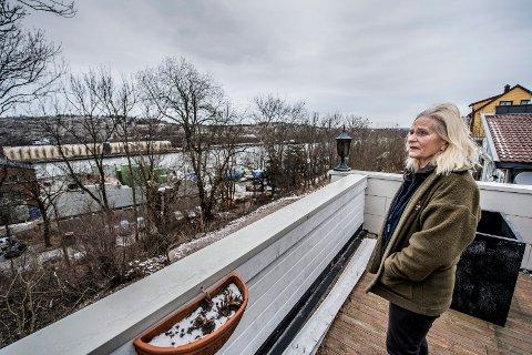 Lurt: Laila Bergstrøm føler seg lurt av kommunen. – Jeg føler at jeg stanger hodet mot veggen. Jeg har forsøkt å kontakte alle jeg kan i kommunen, men nå får jeg knapt noe svar, sier hun. Fredrikstad kommune tilbakeviser påstandene.