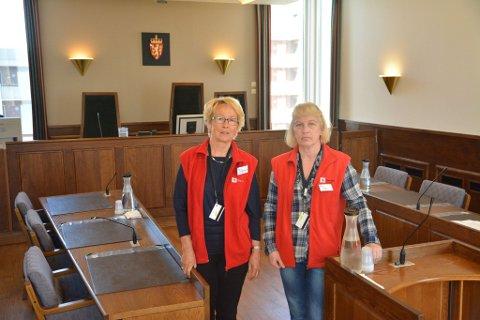 ØNSKER KOLLEGAER: Eva Margrethe Eriksen (t.v.) og Turid Irene Berger har jobbet som vitnestøtte i Fredrikstad tingrett i flere år. Nå trenger de flere «kollegaer», både i Fredrikstad og i Moss.