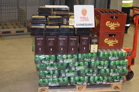 For mye: Tollerne beslagla nær 500 liter alkohol på grenseovergrangen ved Kornsjø mandag morgen.