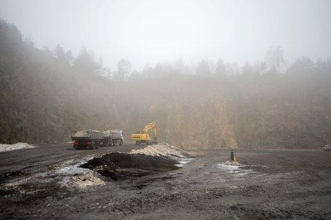 Var informert: Fredrikstad kommune var i høyeste grad informert om at det ble søkt om å lagre alunskifer ved Borge pukkverk i 2014, forteller Statens strålevern.