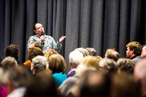 Folkemøte om romleiren, februar 2014: I brevet heter det at Camilla Eidsvold (bildet) og biskop Atle Sommerfeldt uttalte seg på en slik måte at brevforfatter Wenche Haugen fikk bakoversveis.