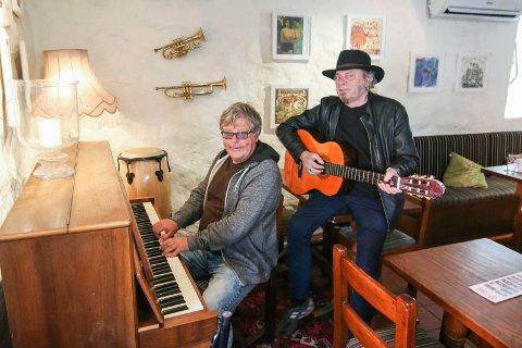 Intimt og gratis: Bjarne Aaserød og Jimmy Olsen byr på 14 gratiskonserter i flere av Gamlebyens intime lokaler til helgen.