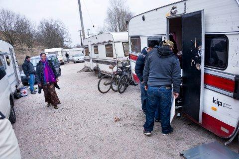 Fikk nytt bosted: Romfolket var glade da de kunne flytte inn i romleiren ved Kiæråsen på Lisleby. Inspeksjoner har senere avslørt alarmerende forhold, men den siste tiden har det ikke vært utfordringer. Nye toaletter og dusjer fungerer bra.
