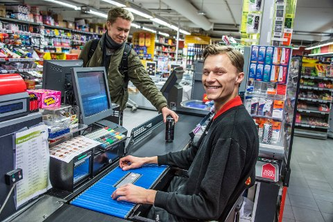 FULL KONTROLL: Som under onsdagens cupbatalje hadde Eirik Laabak full kontroll i kassa på Coop Christianslund. Foto: Geir A. Carlsson