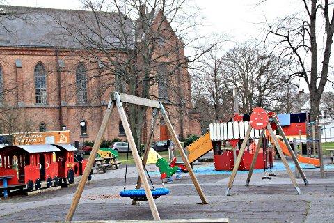 Trenger vedlikehold: Lekeplassen i Kirkeparken er kommunens mest populære lekeplass. Nå blir den stengt i to uker for vedlikehold.