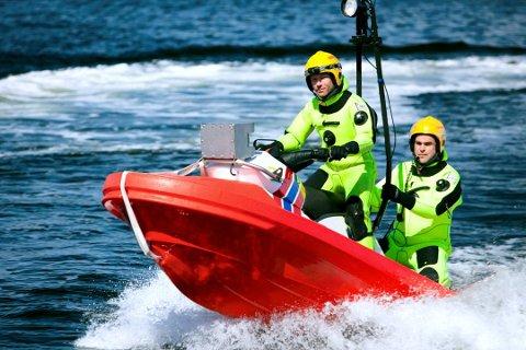 Redningsselskaper bruker vannscootere, såkalte Rescue Runner. Bildet er fra Redningsselskapets øvelse med farkosten.