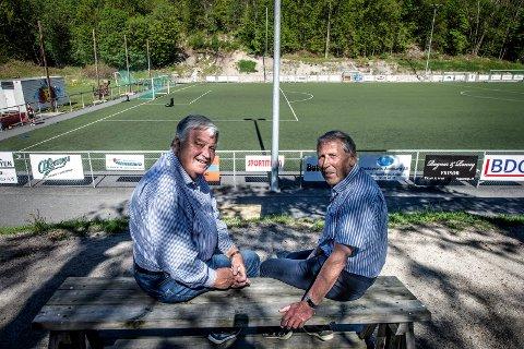 STILL GOING STRONG Svein Johannessen (til venstre) og Kjell Andreassen beklager at onsdagens cupkamp ikke blir spilt på Kråkerøybanen. Men de håper de grønnhvite uansett kan by opp til fest på Fredrikstad Stadion. Foto: Geir A. Carlsson.