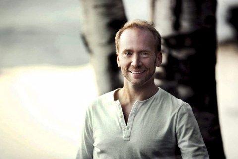 Tett program: Det er en travel forsommer og høst for Erik-André Hvidsten. Han gleder seg stort til å synge Lasse Berghagens sanger i juni.