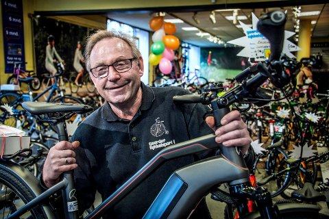REKORDOMSETNING: Ragnar Frøland og de andre ansatte hos Gaarder Sykkelsport AS solgte sykler for sju millioner kroner i fjor.
