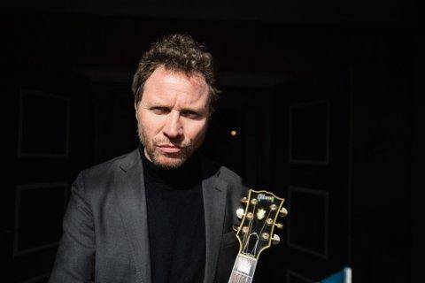 HYLLER HOVLAND: CC Cowboys-vokalist Magnus Grønneberg (50) gir i sommer ut platen «Tårnhøye Bølger», hvor flere av Egil Hovlands velkjente salmer får ny drakt.