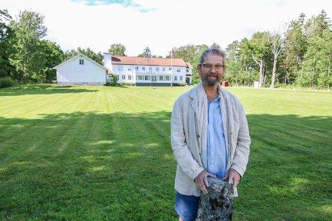 POSITIV: Øystein Elgheim har kommet seg etter lang tids sykdom. Nå ser han lyst på inneværende år ved Hvaler Gjestgiveri.