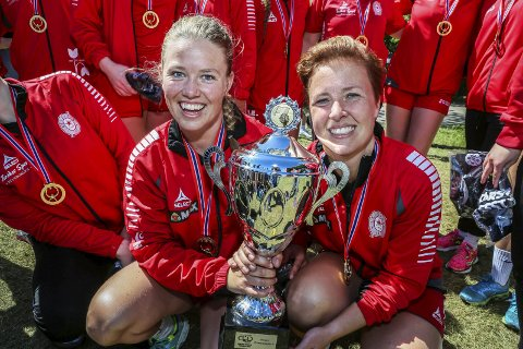 Fantastisk turnering:   Tine Ledang ( til venstre) og Henriette Løvvig mener Fredrikstad Cup er en fantastisk turnering.