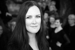 Borg domkor dirigeres for anledningen av onsøyjenta Nina T. Karlsen, som sin unge alder til tross (34) dirigerer et av landets beste kor, Ensemble 96, i tillegg til Tønsberg domkor.