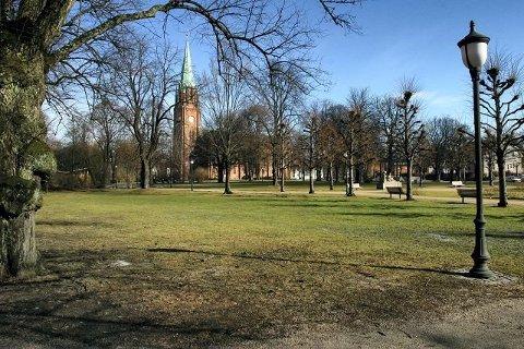 Det var i Kirkeparken at fire unge jenter ble utsatt for en mann blottet seg mandag ettermiddag.