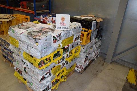 Tollerne beslagla 1.1198 liter øl og 103 liter brenneviin fra en parkert varebil på Svinnesund.