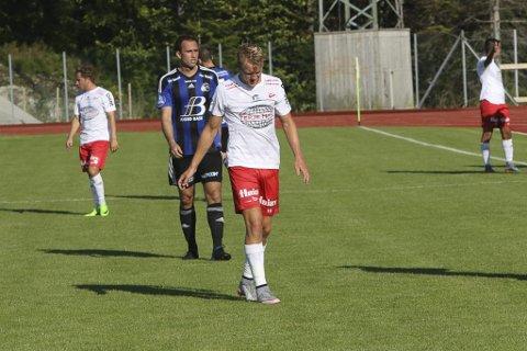 EHNGER MED HODET: For Filip Westgaard og FFK har det vært mange nedturer denne sesongen.
