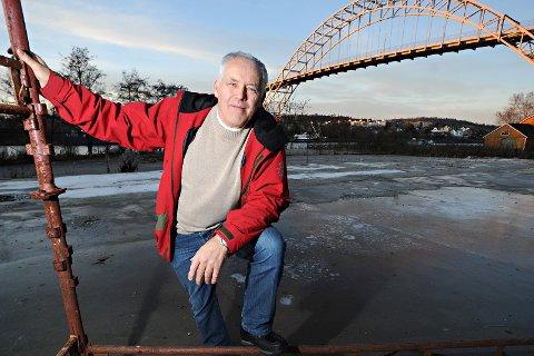 Stor utbygging: John Y.Johansen  har lagt bak seg en stor utbygging langs elven på Østsiden.  Her fra før byggestart.