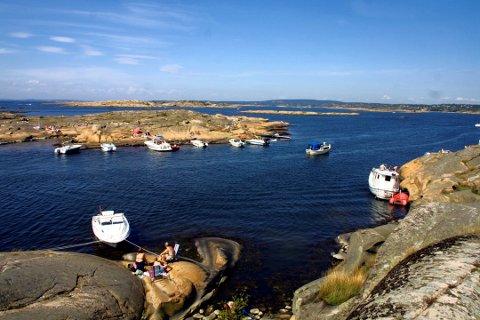 Liberalt syn. Mange båtførere har et liberalt forhold til alkohol. Dette bildet  fra Flatskjæra ble tatt for noen år siden.