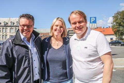 KAN MISTE PLASSEN: Erlend Wiborg (til høyre) kan miste stortingsplassen dersom Amedia og Infacts måling blir valgresultatet. Her er Wiborg sammen med Ulf Leirstein og Sylvi Listhaug i Fredrikstad.