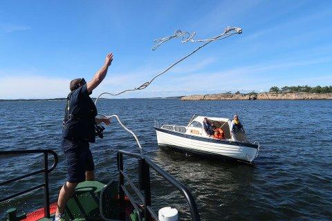 Travle dager. Over 40 ganger i sommer har har redningsskøyta Horn Rescue hjulpet båtfolk som har gått på grunn.