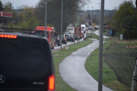 Laaaaange køer: Torsdag sto trafikken bom stille på strekningen mellom Begby og Østsiden.