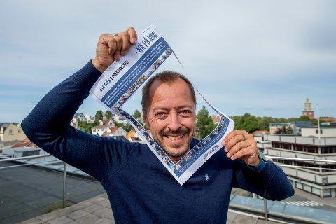 Lang dag: Redaktør Rene Svendsen ønsker velkommen til 450 folk i Fredrikstad – på kino. Kommer du? Da må du hente eller resevere billett.