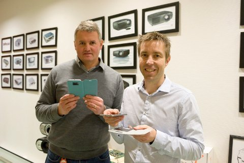 Ny teknologi: – Kjernekunnskapen vår er elektronikk og programvare, forteller daglig leder i Nxtech Tore Karlsen (til venstre), her med  business manager Terje Wahlstrøm. Firmaet står for utviklingen av en rekke nye teknologiprodukter.