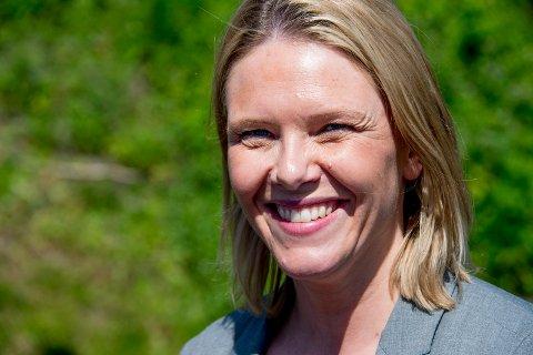 – Vi har nå en innvandringsminister, Sylvi Listhaug,  som sprer frykt og uro, mener May Hansen. Hun skriver samtidig at Listhaugs partikollega Erlend Wiborg er i ferd med å miste plassen på Stortingetn, og derfor kommer med et desperat utspill.