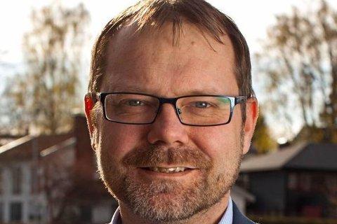 Hans Petter Lier mener finansnæringen forsømmer sitt samfunnsansvar ved å flytte flere uten arbeidsplasser ut av Norge.