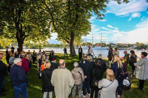 GAMLEBYEN: I regi av Fredrikstad Museum ledet Trond Svandal flere puljer gjennom den historiske vandringsomvisningen i Gamlebyens luselagte gater under årets Kulturnatt.