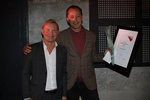 ÅRETS MEDIEHUS: FB kan juble for å ha blitt årets mediehus i Amedia. På bildet: Administrerende direktør i Amedia Østfold, Petter Christian Saugstad (til venstre) og redaktør René Svendsen.