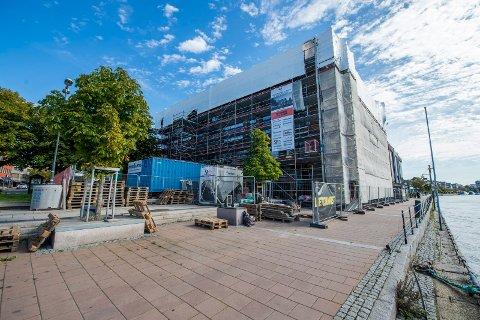 PÅ VENT: Åpningen av TGI Fridays er satt på hold, men byggingen av Storgata 5 fortsetter.