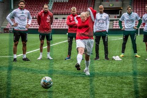 VAKKER STRAFFE: Irene Bråten var nådeløs fra straffemerket og scoret sikkert. Foto: Geir A. Carlsson