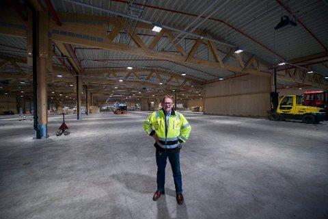 Gigantisk lager: Daglig leder Jan Vidar Martinsen i Nor Lines disponerer Norges største logistikklager i tre. Den største hallen er på 7.500 kvadratmeter. (Arkivfoto: Erik Hagen)