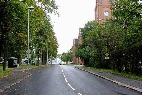 STENGT: Fylkesveien forbi domkirken er stengt mellom 11.00 og 16.00 i dag.